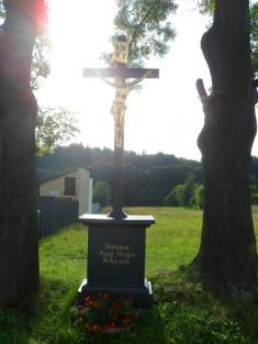 Opravený kříž směrem naKrásensko.