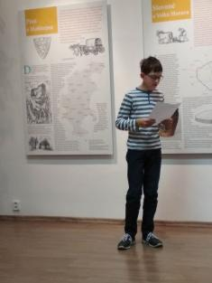 Jakub Šenk, který seumístil na3. místě vsoutěži Jižní Morava čte, přečetl svoji práci Moje obec zasto let.