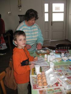 Barvení velikonočních vajíček 2011.