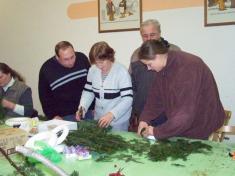 Pletení adventních věnečků 2011.