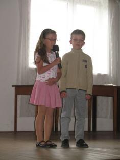 Žáci ZŠ Podomí, Den matek 2012.