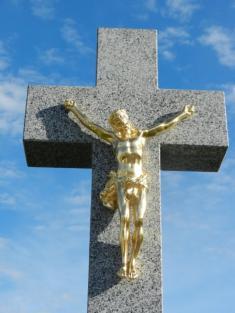 Obnovený kříž umyslivecké chaty - detail.