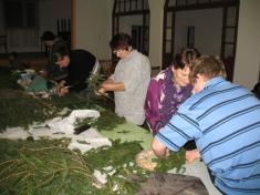 Pletení adventních věnečků 2012.
