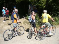 Cyklistický výlet TJ Sokol Podomí - čekáme naopravu defektu