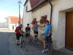 Cyklistický výlet TJ Sokol Podomí - návrat domů zdelší trasy.