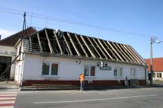 Původní střechy je dole